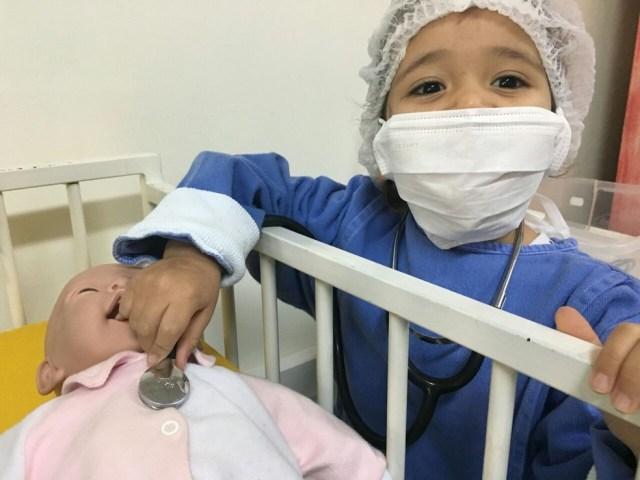 Júlia fez a cirurgia do implante com 2 anos no Centrinho de Bauru (Foto: Claudeany Bezerra Pereira / Arquivo pessoal )