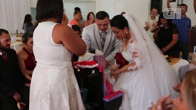 Resultado de imagem para Menina deixa hospital onde nasceu após seis anos e vai ao casamento da mãe