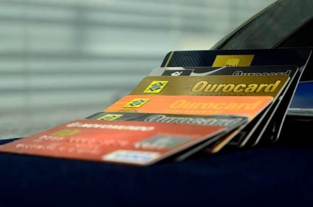 Resultado de imagem para Pessoas com deficiência visual já podem pedir cartões de crédito em braile