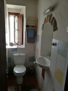 Casa das Amoras Guest Bathroom
