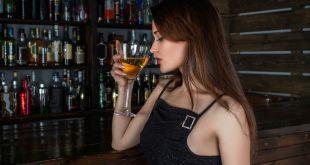 Sabe realmente como conhecer mulheres em bares