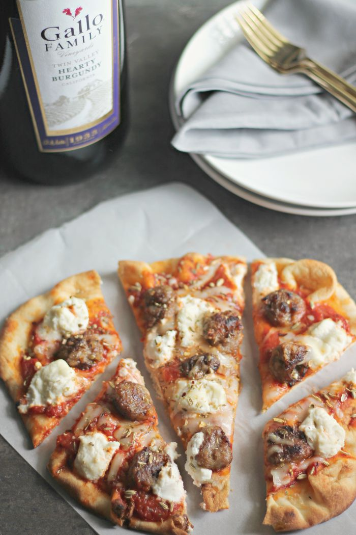 Sausage and Ricotta Naan Pizza for #SundaySupper #GalloFamily