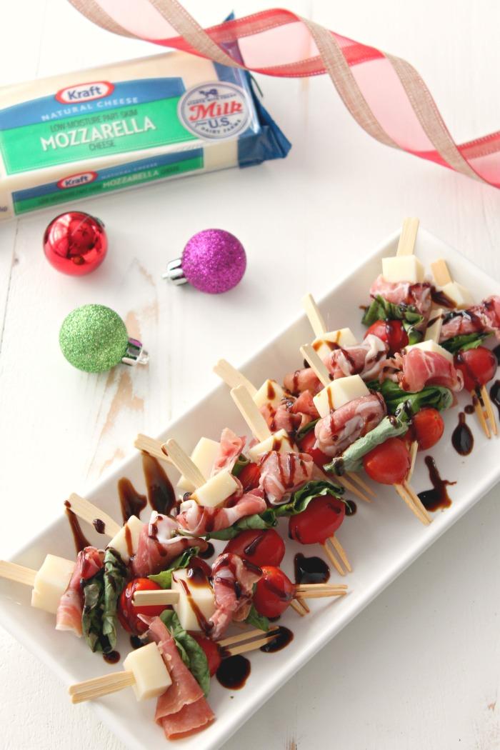 Prosciutto & Mozzarella Skewers #NaturallyCheesy | casadecrews.com