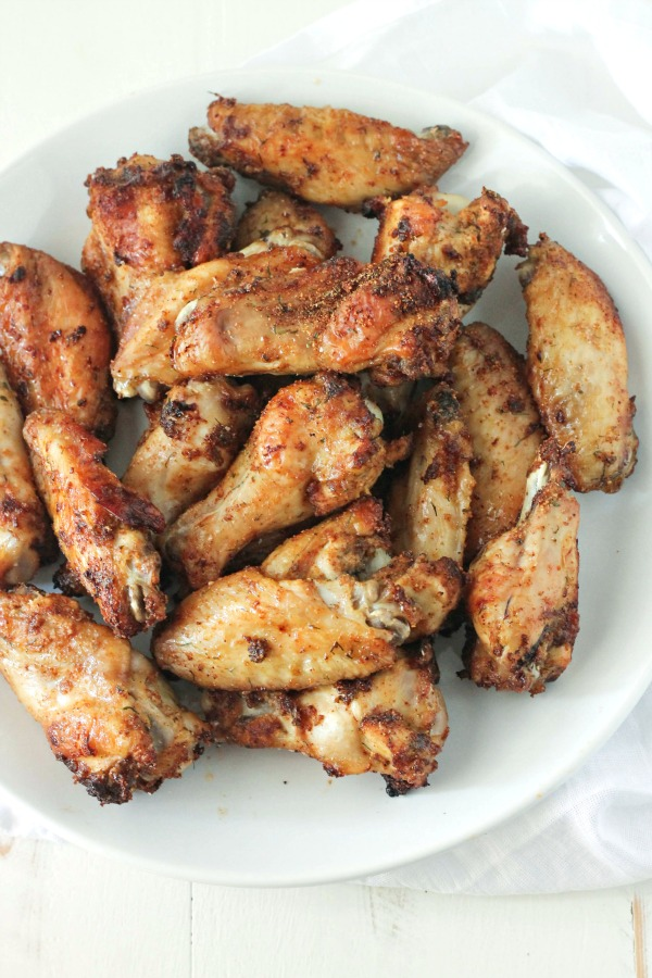 Chipotle Ranch Wings - perfectly paleo, whole 30, low-carb, baked (not fried)...just plain good! Make the for the BIG GAME #SundaySupper | casadecrews.com