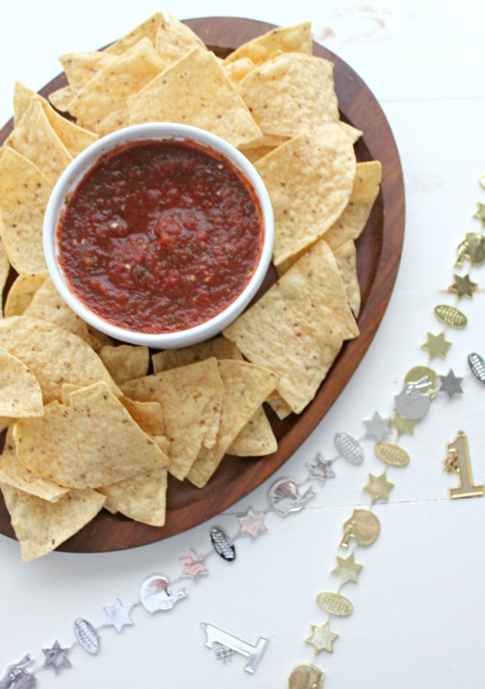 quick + easy homemade blender salsa #YesYouCAN [ad] | casadecrews.com