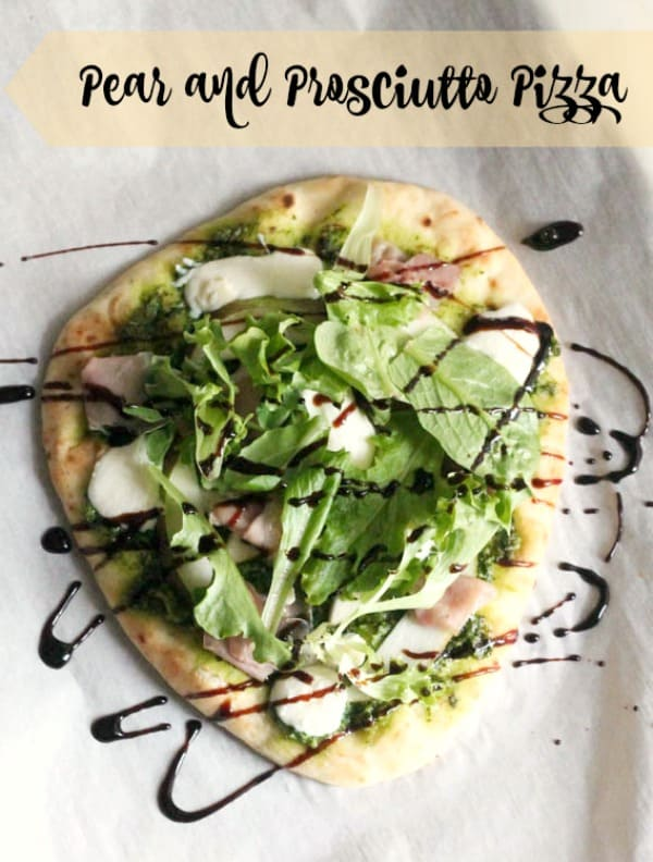 Pear and Prosciutto Pesto Pizza | casadecrews.com