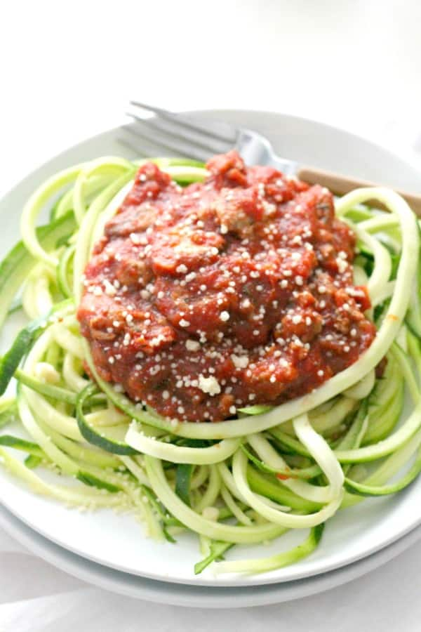 homemade bolognese sauce - rich, meaty, and under 200 calories for loads of flavor! | casadecrews.com