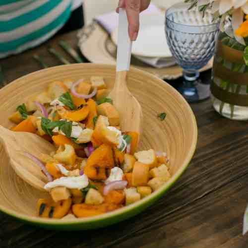Grilled Peach and Burrata Panzanella Salad - perfect for summer! #SummerFloralParty | casadecrews.com