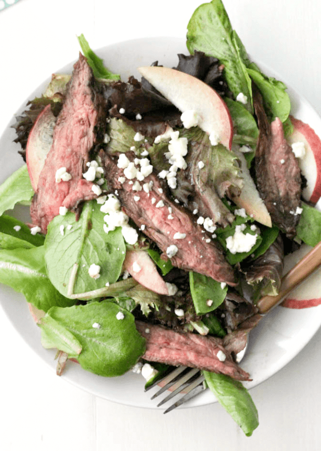 Balsamic Steak and Grilled Peach Salad for #SundaySupper #FLBeefImmersion @flbeefcouncil | casadecrews.com