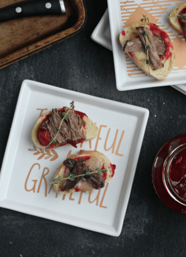 Short Rib Crostini with Brie and Balsamic Cranberry Sauce | casadecrews.com