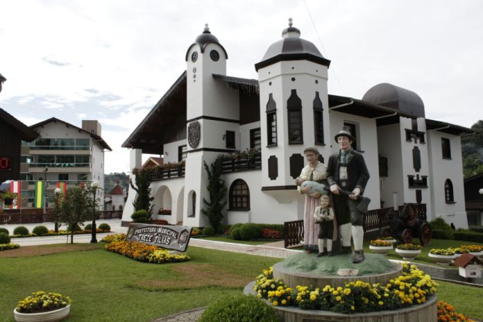 Prédio da Prefeitura Municipal de Treze Tílias.