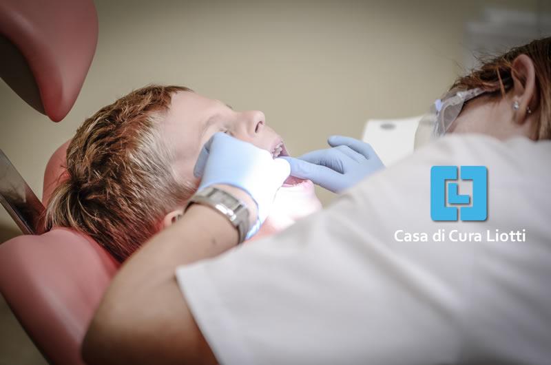 Parodontite, cos'è e come curarla