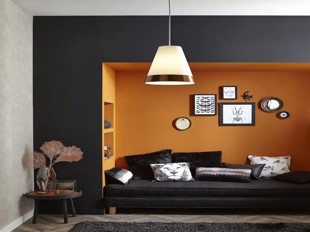 Attrezzatura elettrica ed a batteria. Color Ambra Dipingere Le Pareti Di Casa Per Una Carica Energetica
