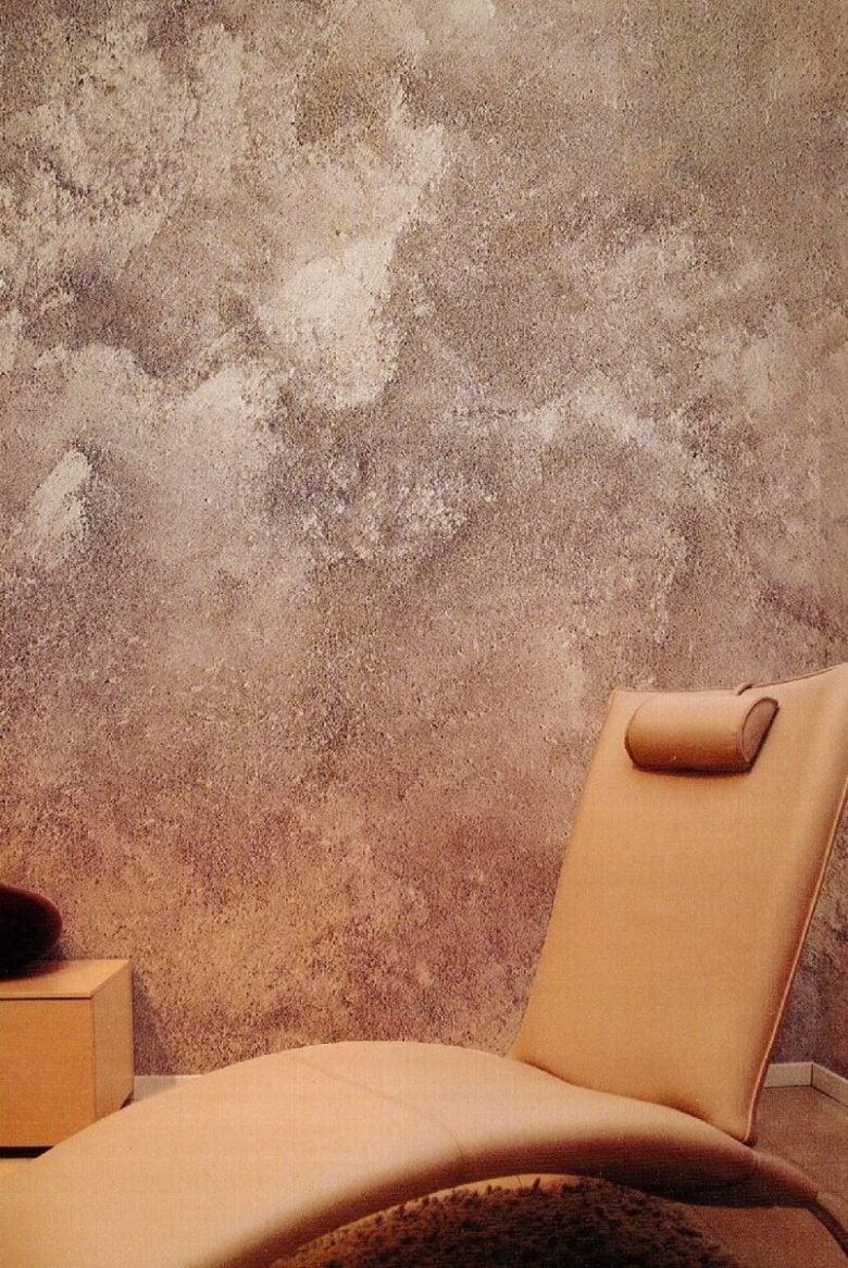 Con questo tipo di pittura è possibile ricreare anche un effetto lamina di metallo per una parete anticata o particolarmente pregiata; Pittura Decorativa Per La Camera Da Letto