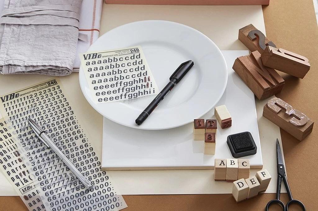 , oggetti creati al tornio, pressa , colaggio. Decora I Piatti Di Ceramica Con Il Lettering Casafacile