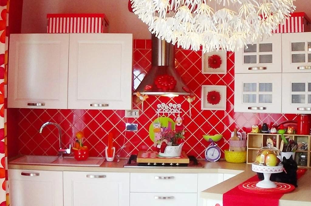 Cucina bianca e rossa bagno verde e Il coraggio di arredare con i colori  CASAfacile
