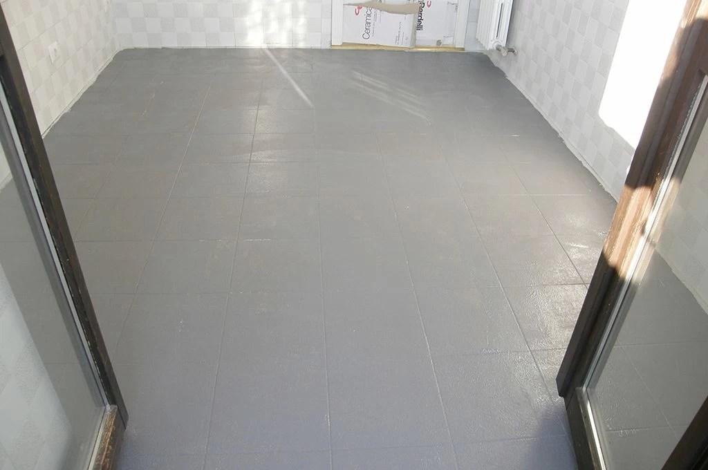 Coprire il pavimento vecchio con le nuove piastrelle sottili  CASAfacile