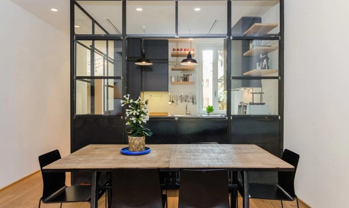 La stanza nella stanza la cucina a vista nel box di vetro