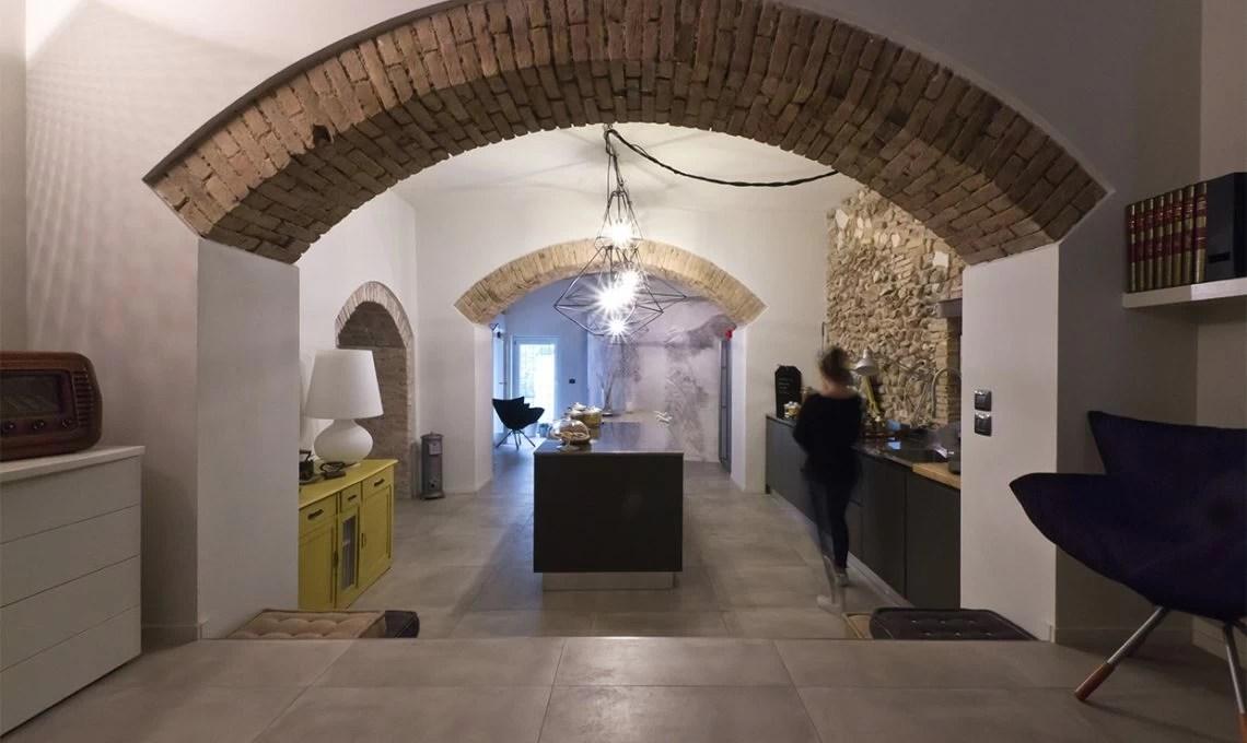 Un ristorante diventa appartamento con muri di pietra  CASAfacile