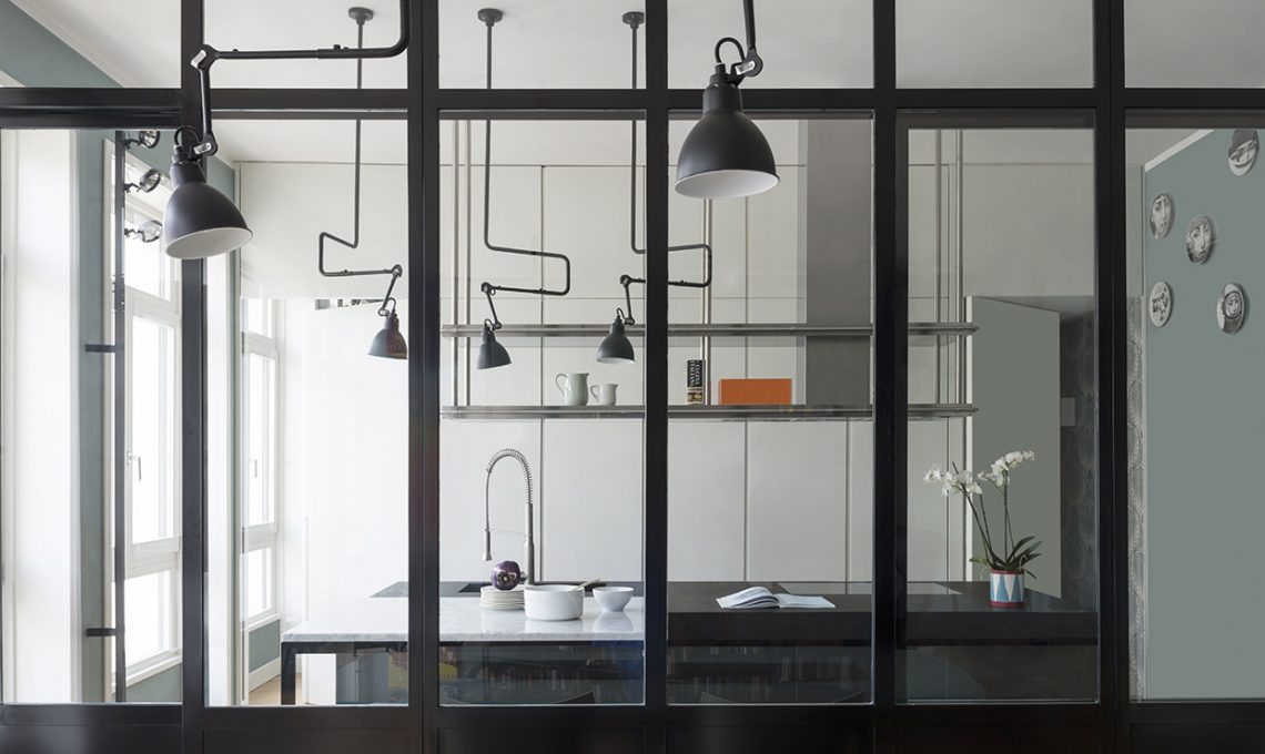Parete vetrata la cucina a vista diventa protagonista