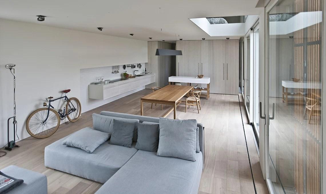 Lex fienile si trasforma in un open space minimal pieno