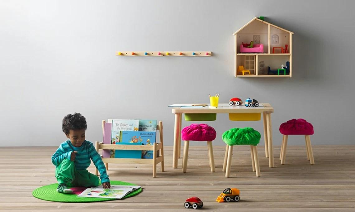 Mensole e panche portaoggetti per arredare la cameretta dei bambini. 12 Consigli Per Arredare Una Cameretta Montessori Casafacile
