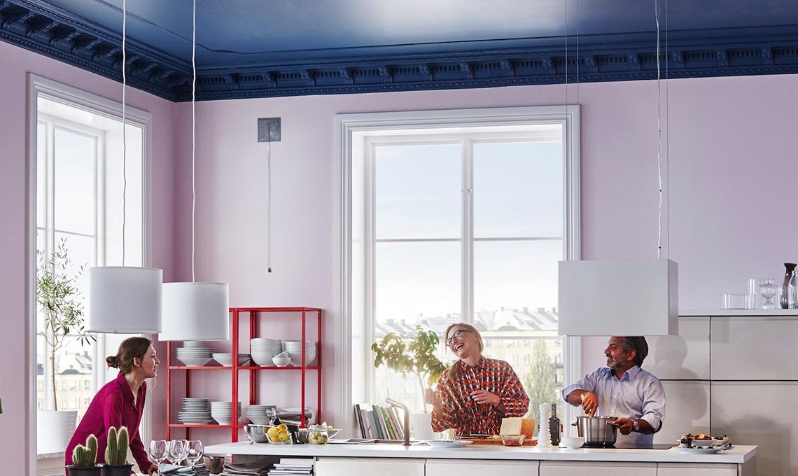 Soffitto colorato cambia la percezione della stanza