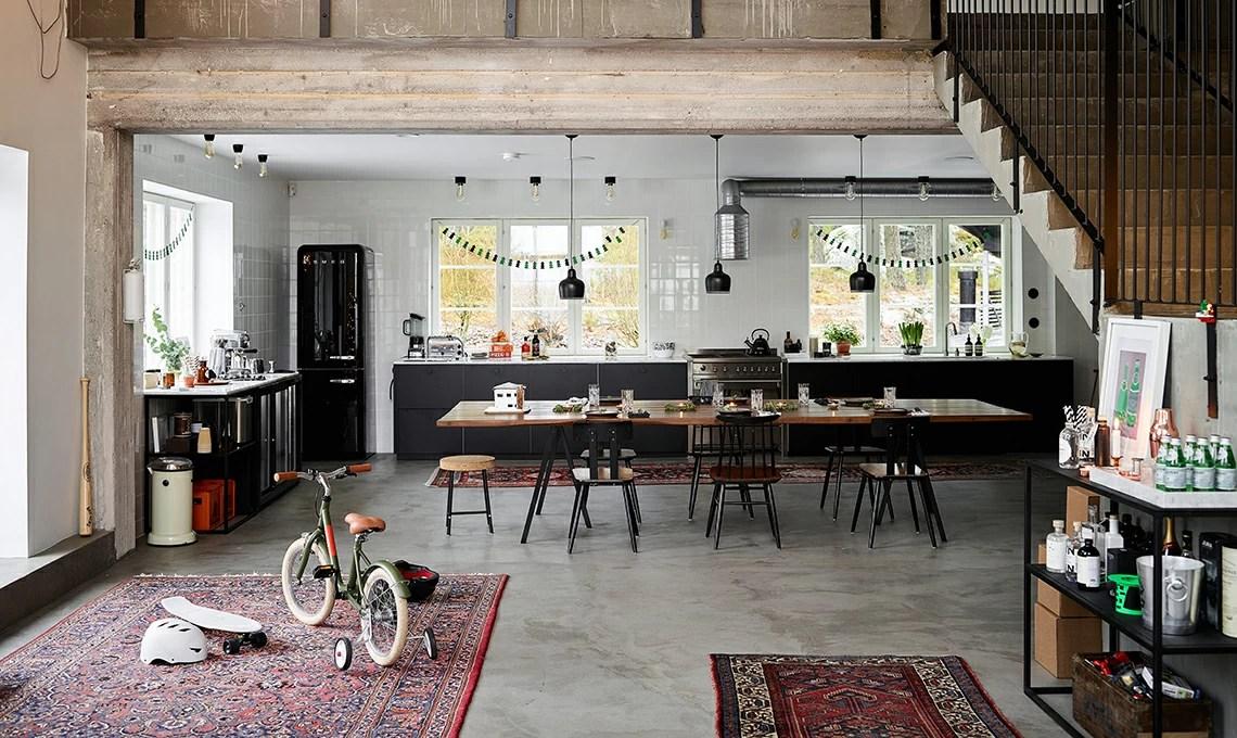 Pavimenti in cemento e tappeti persiani per una casa in stile industriale  CASAfacile