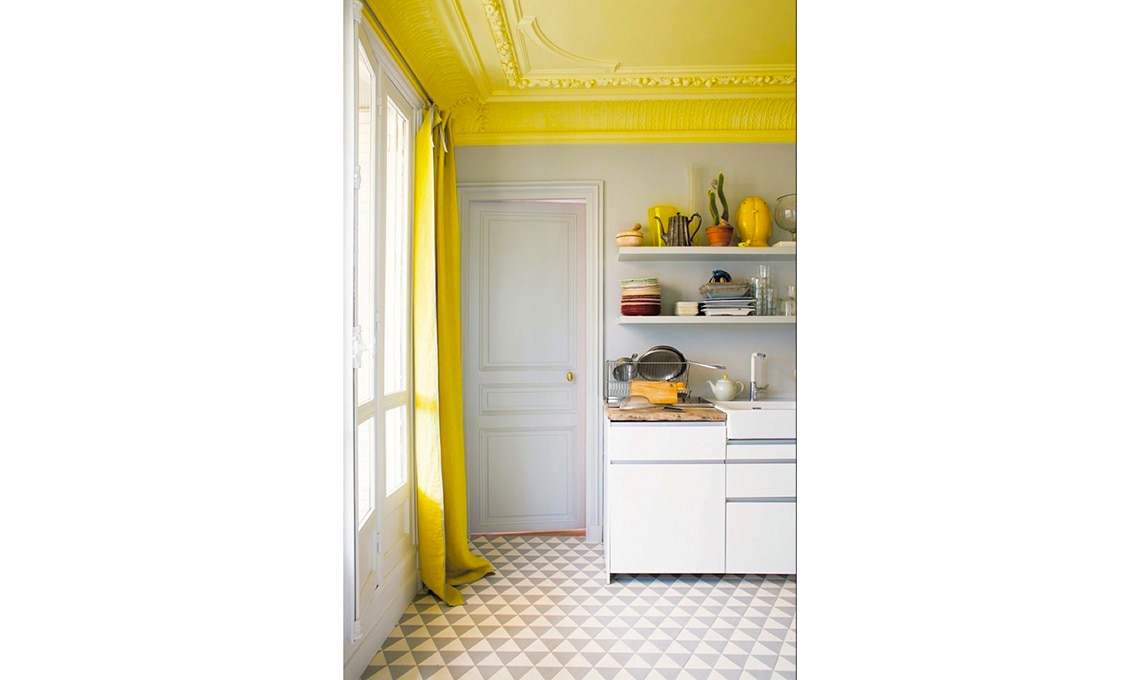 Soffitto colorato cambia la percezione della stanza  CASAfacile