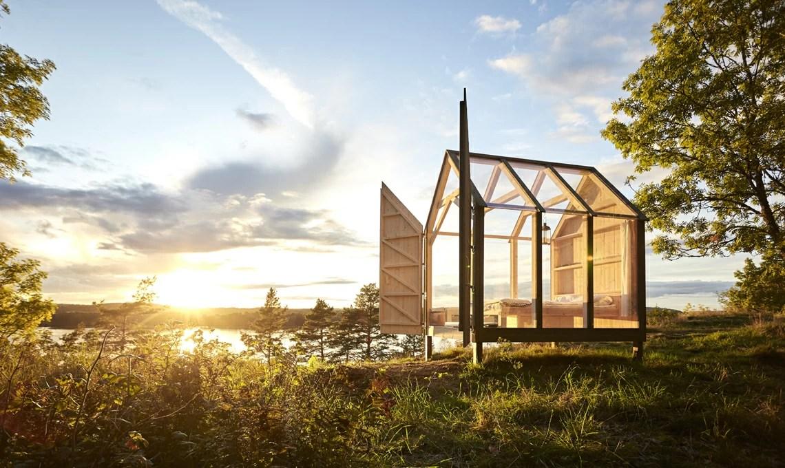 Una capanna di vetro e legno immersa nella natura svedese  CASAfacile