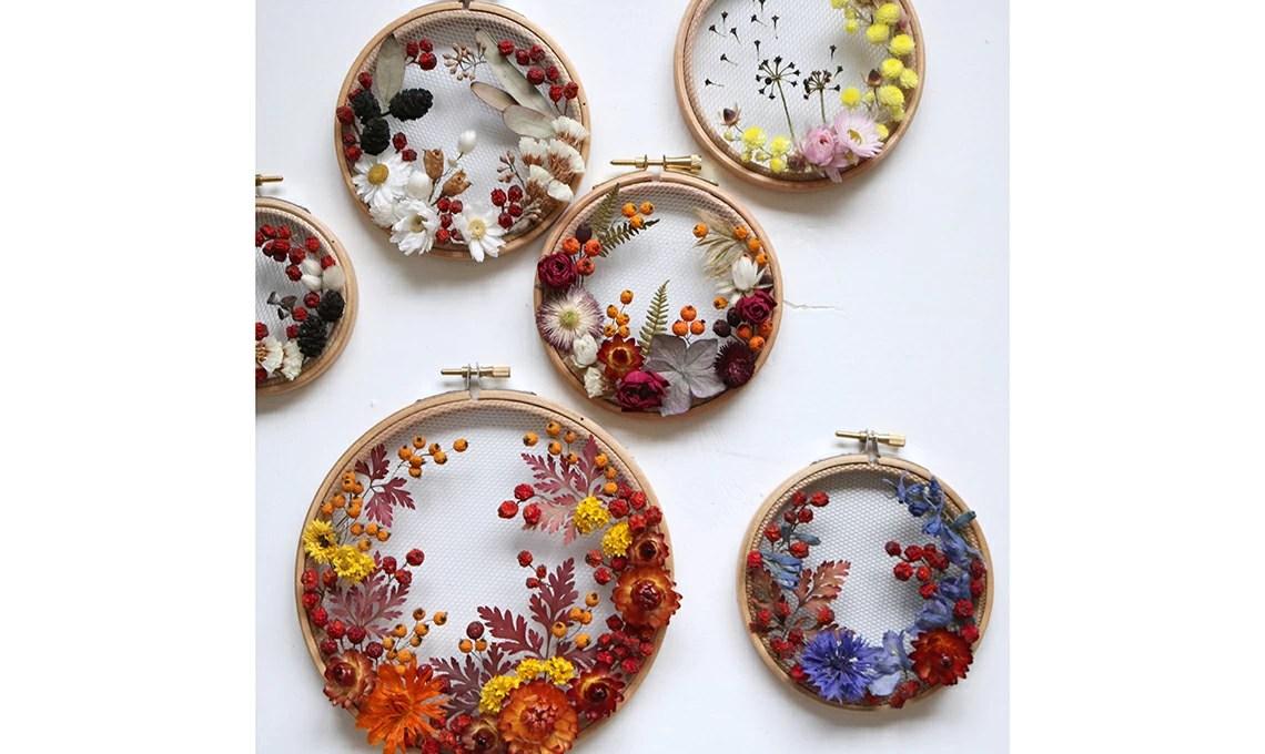 Le creazioni di fiori secchi e tulle di Olga Prinku