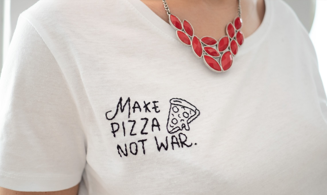 Come ricamare una tshirt con una scritta simpatica