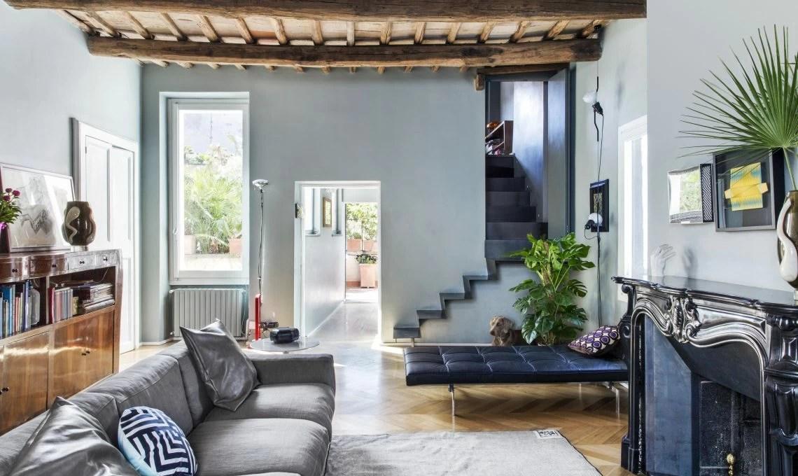 Indice1 10 foto di ambienti con travi in legno a vista che ti faranno perdere il fiato1.1 per una casa ricca di fascino rustico: Travi A Vista Mobili In Radica E Design Contemporaneo In Un Appartamento Sui Tetti Di Roma Casafacile