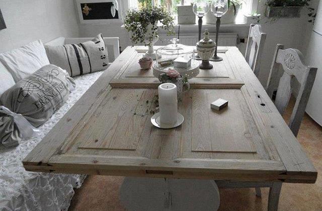 Trasformare una porta in legno in un tavolo