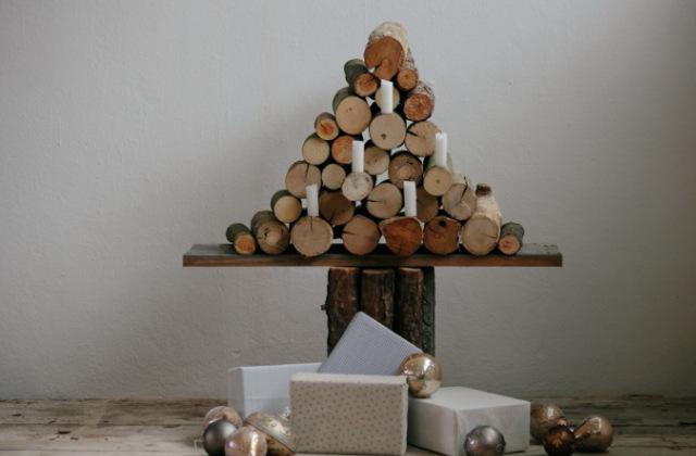 Un albero di Natale rustico con tronchetti di legno
