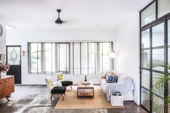 ruang tamu minimalis dengan kipas langit-langit