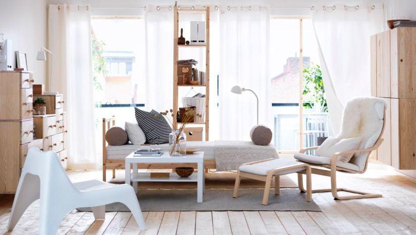 ruang tamu minimalis dengan warna putih