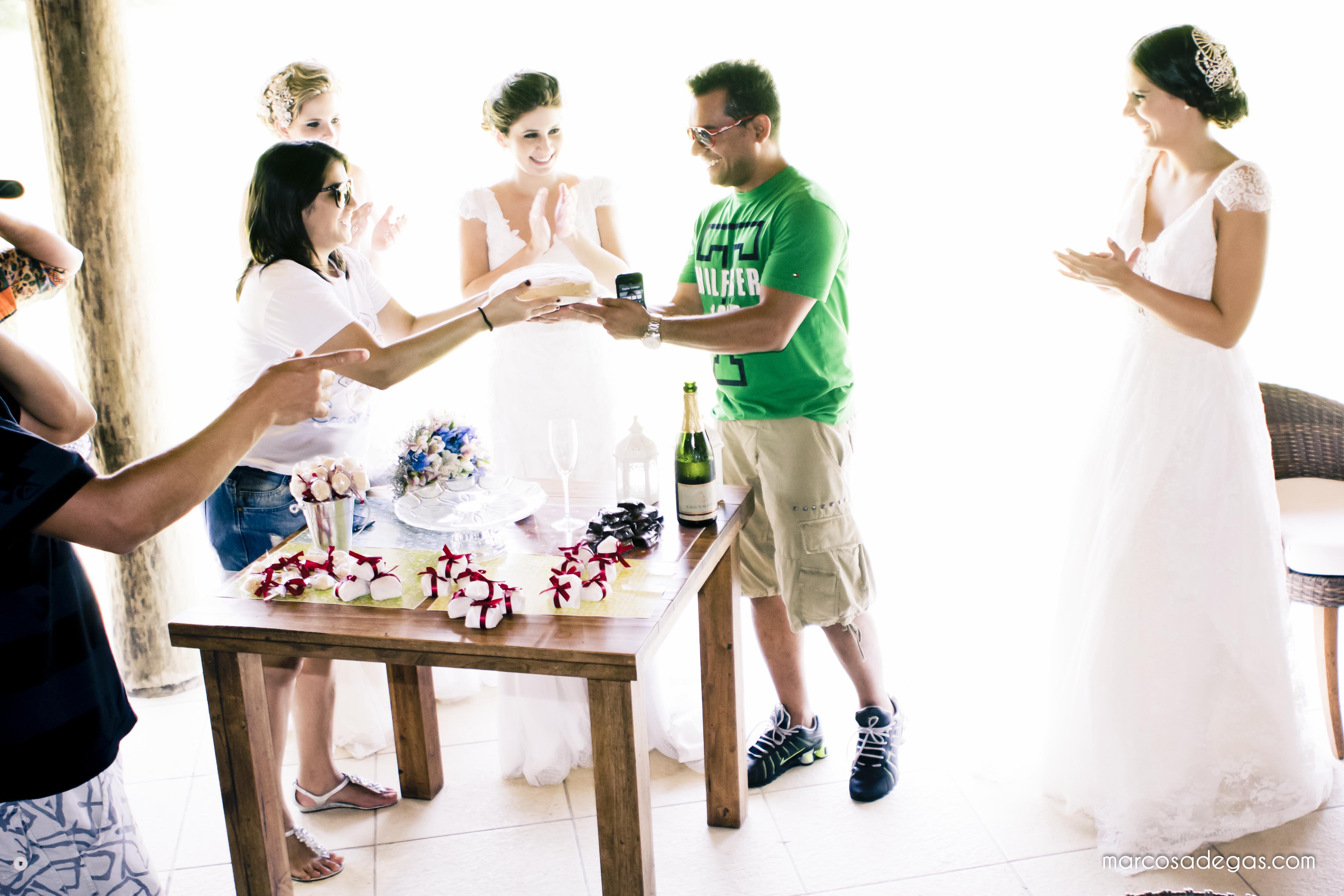 O bolo bem casado para o aniversariante do dia que trabalhou duro para deixar as noivas belíssimas!
