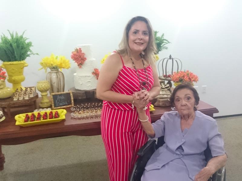 Ana e Margarida (minha mãe e avó, da esquerda para a direita)