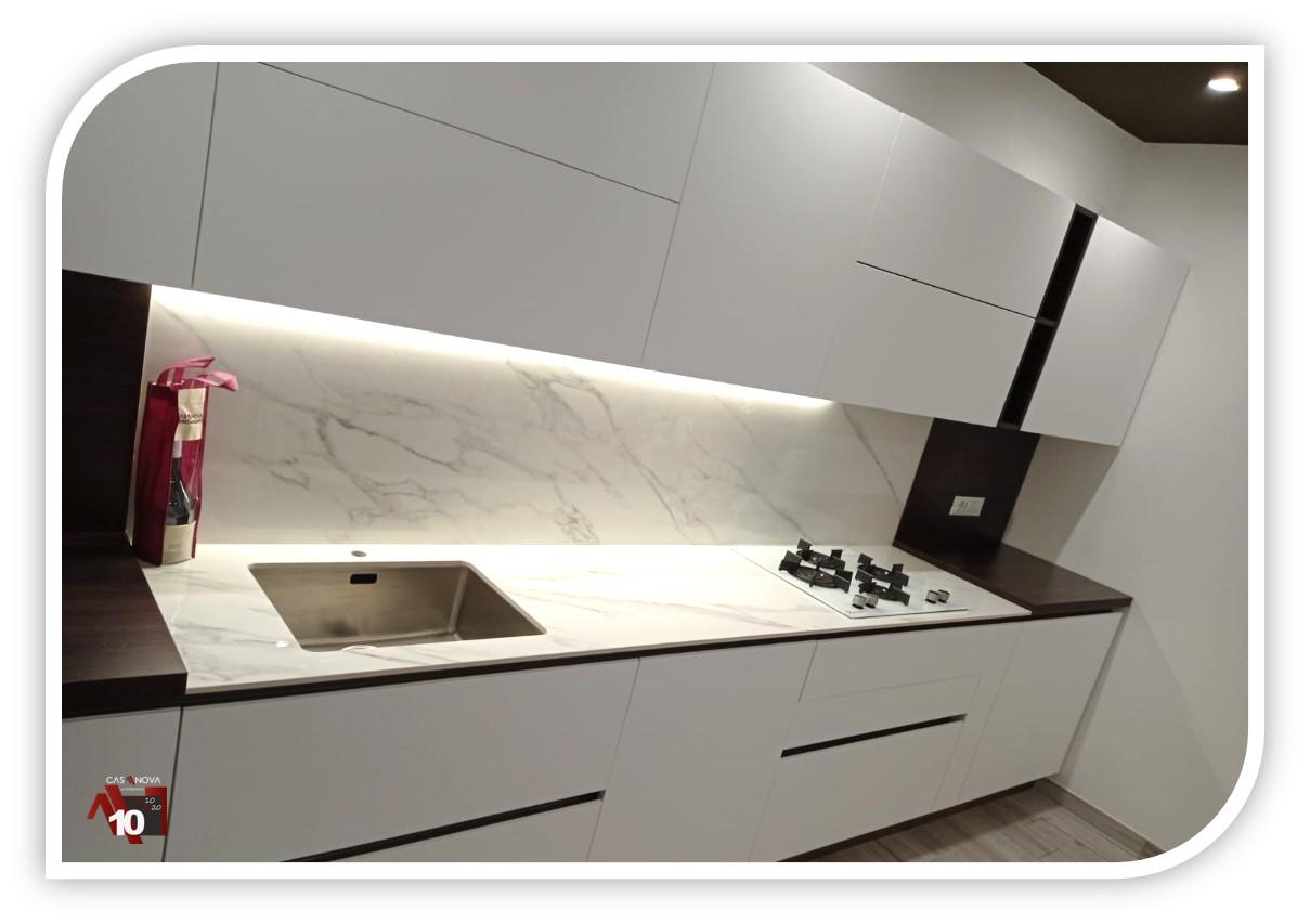 Le pareti e le ante dei mobili in questa cucina sono verniciate con una finitura in. Cucine Su Due Lati Soluzione Di Progettazione Casanova Arredamenti