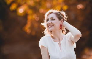 Per què pateixen acne les dones adultes?