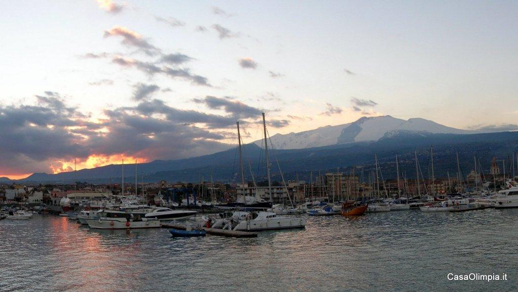 Etna vista da Giarre-Riposto e la Marina