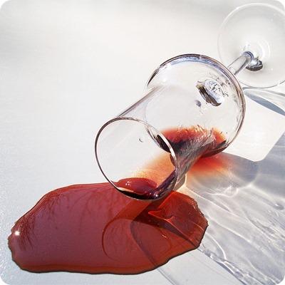 Macchie di vino rosso un trucco infallibile per farle