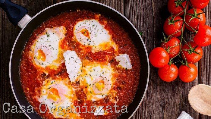 Ricette veloci - uova al pomodoro e mozzarella di bufala