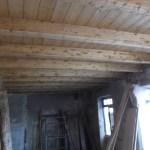 Auch der zweite Teil bekommt die schönen Holzdecken