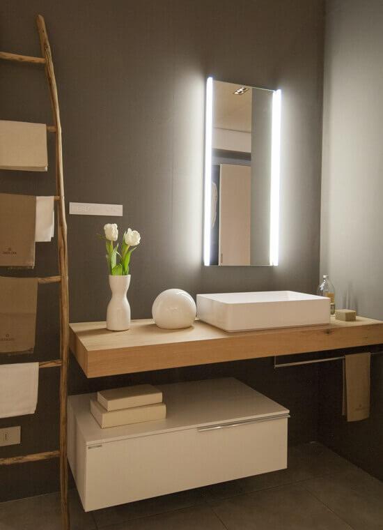 Soluzioni di arredo bagno per bagni moderni e classici  CASA