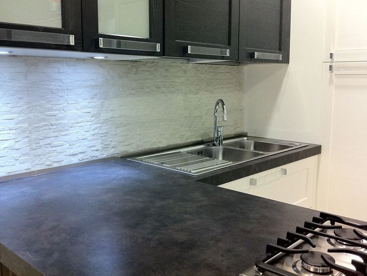 Placcaggio Cucina Moderna Stunning Piano Cottura Di Una Cucina Bianca With Placcaggio Cucina