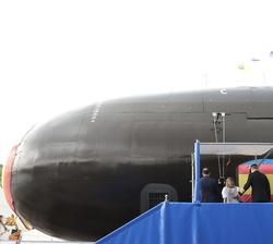 """El Rey y la Princesa de Asturias tras la puesta a flote del Submarino S-81 """"Isaac Peral"""""""
