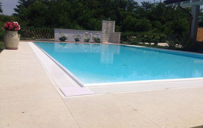 Gallerie casareggio piscine piscine piscine mantova costruttori di piscine - Piscina porto mantovano ...