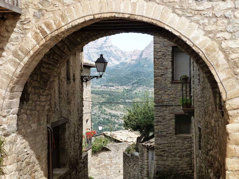 Roda de Isbena Pirineo Aragons Huesca turismo rural romnico